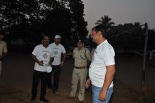 police talking with voter's member